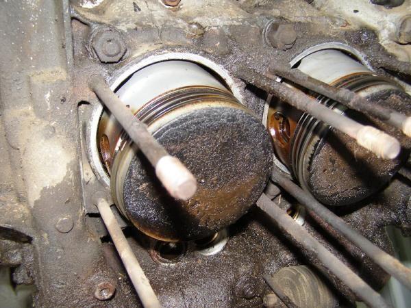 505.jpg - Daisys uckky engine!!