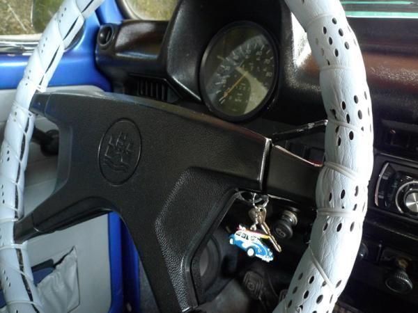 526.jpg - steering wheel