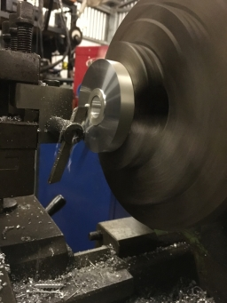 Tangental lathe cutter